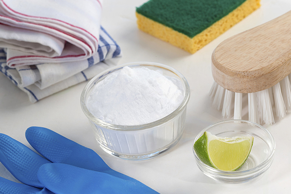 Using-natural-or-using-homemade-cleaning-products-is-safe-with-natural-and-non-toxic